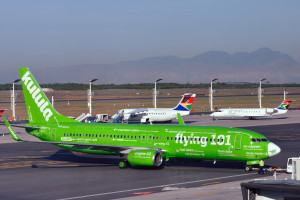 Kulula-737NG-ZS-ZWP_Flying-101