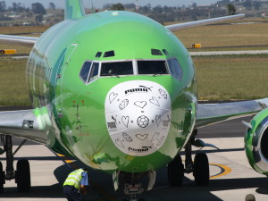 Kulula_B737-453_ZS-OAF_FIFA_World_Cup_nose