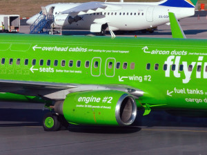 Kulula_ZS-ZWP_03_Flying-101